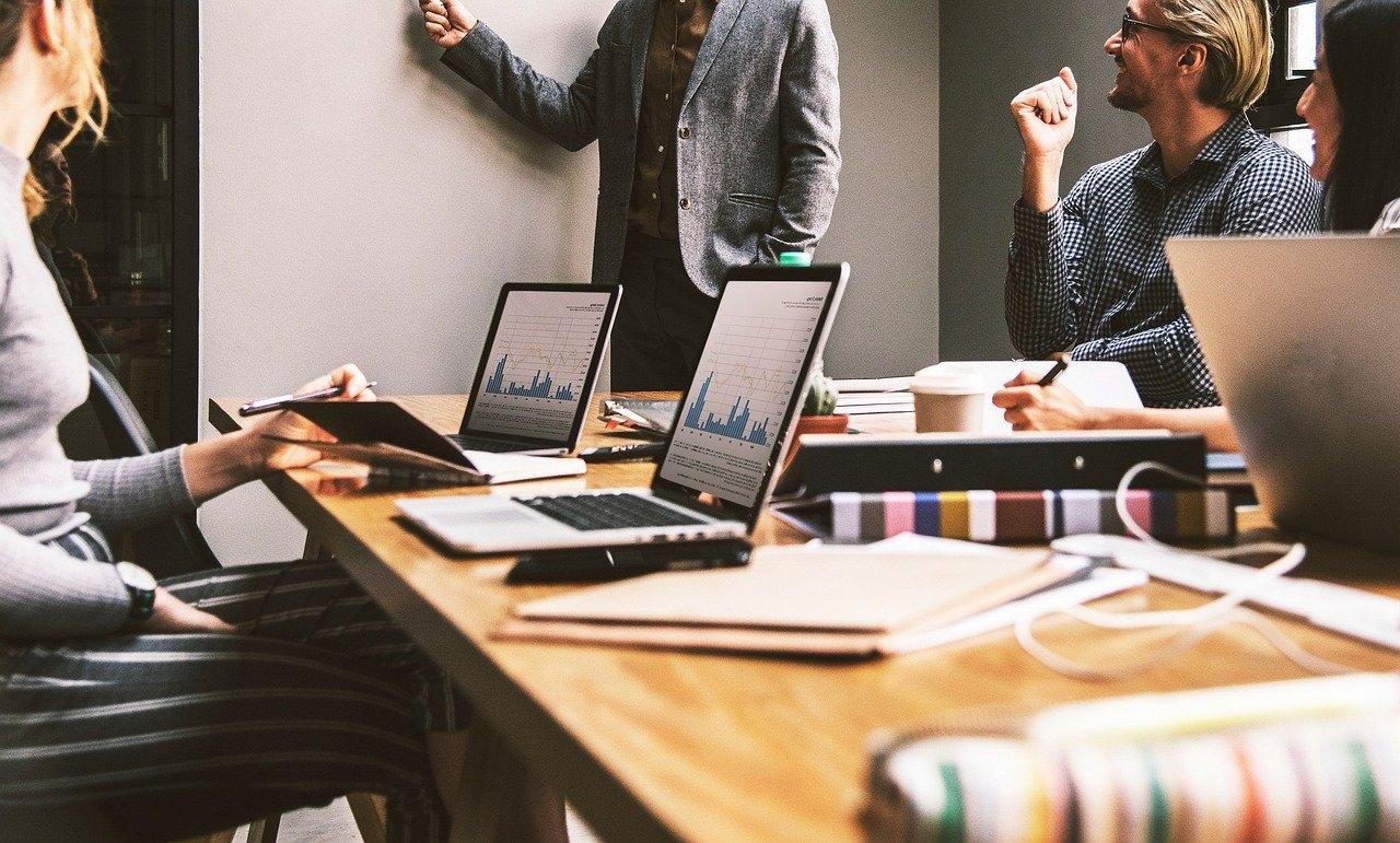 Pourquoi confier stratégie digitale agence web